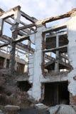 山集中的工业体系(GOK)的废墟在村庄Tuim 免版税库存照片
