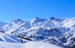 山雪冬天 Meribel滑雪胜地 免版税库存图片