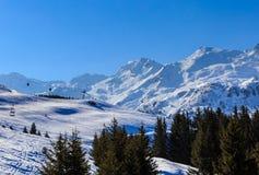 山雪冬天 Meribel滑雪胜地 库存图片