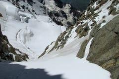 山雪couloir风景 库存图片