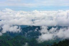 山雾风景在thongphaphum 免版税库存图片