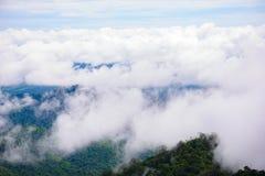 山雾风景在thongphaphum 免版税图库摄影