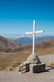 山顶十字架 库存照片