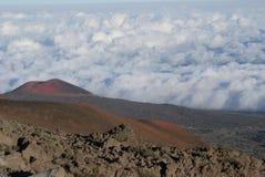 山顶向冒纳罗亚火山 免版税库存图片