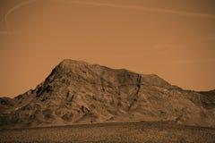 山顶在莫哈维沙漠 库存照片