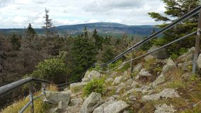 从山顶的下降 免版税图库摄影