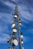 山顶面无线电铁塔 库存图片
