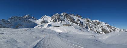 山顶驻地在Pizol滑雪区域 免版税库存照片