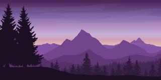 山风景全景与下森林和小山的 免版税库存图片