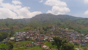 山风景农田和村庄Java印度尼西亚 免版税库存图片