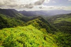 山风景和日出 免版税库存照片