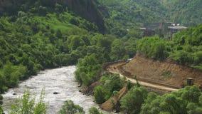 山风景在亚美尼亚 在夜间风险雾之上阴霾放置了长的山河天空水 影视素材