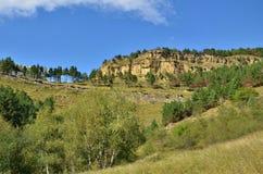 山风景在俄罗斯的南部的 2008 4月3280日上生高加索北部峰顶土坎岩石俄国 免版税库存照片
