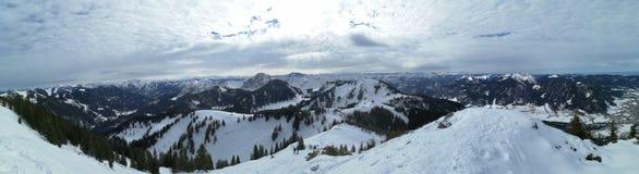 山风景在冬天 免版税库存照片
