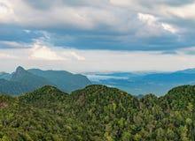 山风景在凌家卫岛海岛,马来西亚 库存照片