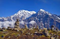 山风景在喜马拉雅山 石头Piramid  安纳布尔纳峰南峰顶, Hiun Chuli 免版税库存照片