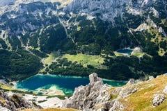 山风景有在冰河湖的一个看法 免版税图库摄影