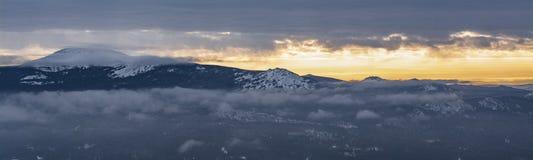 山风景的全景在俄罗斯的国立公园 免版税库存照片
