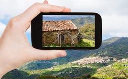 山风景的图片与萨沃卡村庄的 免版税库存照片