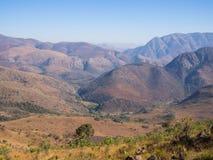 山风景看法, Malolotja河和Malolotja自然保护,斯威士兰,南部非洲干燥风景  库存照片