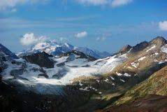 山风景,美好的自然背景 免版税库存照片