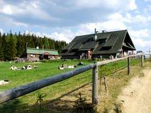 山风雨棚凝视Wierchy在Gorce在波兰 免版税库存照片