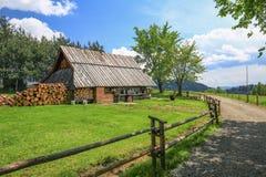 山风雨棚的看法在Pieniny国家公园/波兰 免版税库存照片