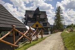 山风雨棚,在Donay河的三个冠 山三个冠Trzy Korony是波兰Pieniny 库存图片