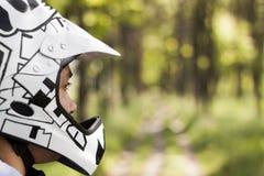 山骑自行车的人 库存图片