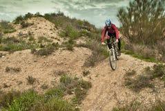 山骑自行车 免版税库存照片