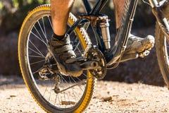 山骑自行车 免版税库存图片