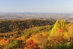 从山麓小丘大路的田纳西谷西部在秋天 免版税库存照片