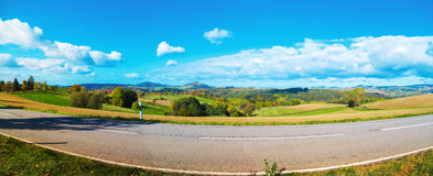 山麓小丘谷全景在秋天 撒克逊人 免版税库存照片