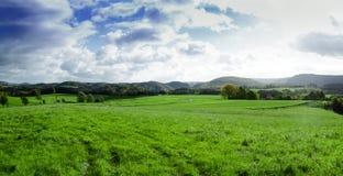 山麓小丘谷全景在秋天 撒克逊人 免版税库存图片
