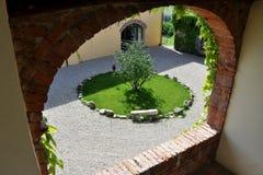 山麓的乡间别墅在意大利 库存照片