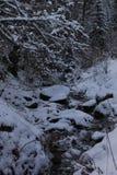 山,一条山河在冬天 库存图片