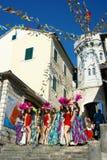 黑山,新海尔采格- 04/06/2016 :一个小组从俱乐部Diano的女孩舞蹈家 库存照片