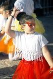 黑山,新海尔采格- 04/06/2016 :化妆舞会面具舞蹈的女孩 免版税图库摄影