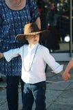 黑山,新海尔采格- 04/06/2016 :吉普赛礼服的男孩 免版税库存照片