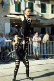 黑山,新海尔采格- 04/06/2016 :市的杂技队的女孩Niksic 库存照片