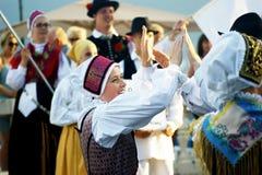 黑山,新海尔采格- 28/05/2016 :斯洛文尼亚舞蹈的施行从民间小组Iskraemeco的从克拉尼 免版税图库摄影