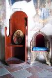 黑山,新海尔采格- 30/09/2015 :椅子在圣母升天节的白色教会里 免版税库存图片