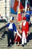 黑山,新海尔采格- 04/06/2016 :狂欢节-小公主的队伍的开头 图库摄影