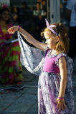 黑山,新海尔采格- 04/06/2016 :神仙的服装的女孩 免版税库存照片