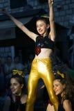 黑山,新海尔采格- 04/06/2016 :舞蹈小组愉快的女小学生 库存图片