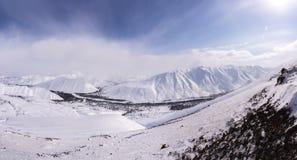 山,早晨,冬天,雪风景 免版税库存照片