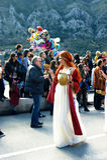 黑山,科托尔- 03/13/2016 :狂欢节服装的女孩从古老神话 库存图片