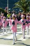 黑山,科托尔- 03/13/2016 :狂欢节队伍的表现军乐队女队长 免版税库存照片