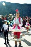 黑山,科托尔- 03/13/2016 :衣服转盘的妇女 库存图片