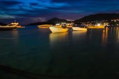 黑山, Rafailovici 在海海滩的日落视图 免版税库存图片